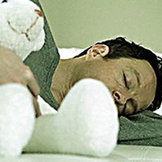 Pourquoi les hommes s'endorment-ils après l'amour ?